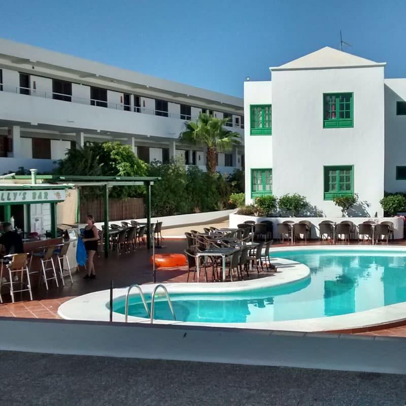 mojo dive apartamentos luz y mar alojamiento en lanzarote piscina