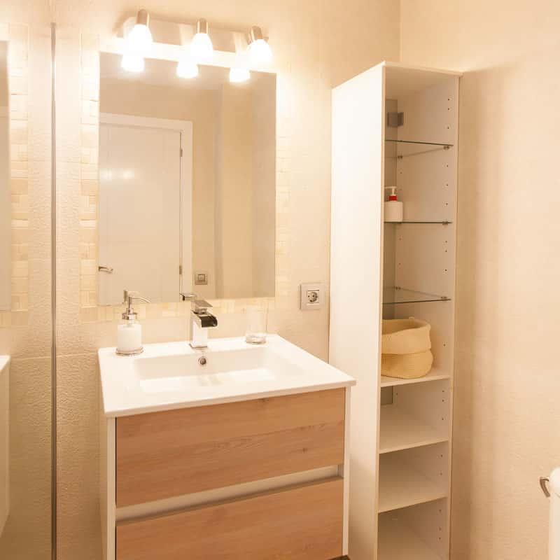 mojo dive apartamentos luz y mar alojamiento en lanzarote baño blanco