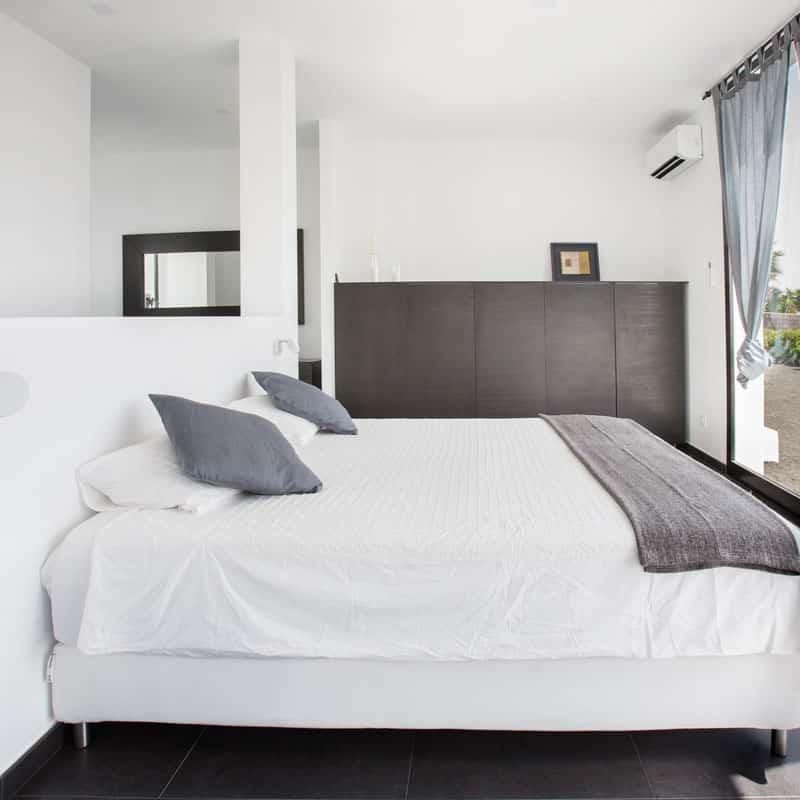 mojo dive villa iconic alojamiento en lanzarote habitacion
