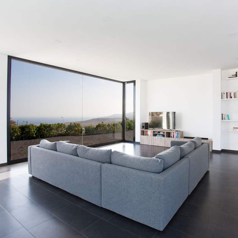 mojo dive villa iconic alojamiento en lanzarote salon