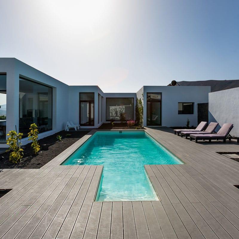 mojo dive villa iconic alojamiento en lanzarote piscina azul