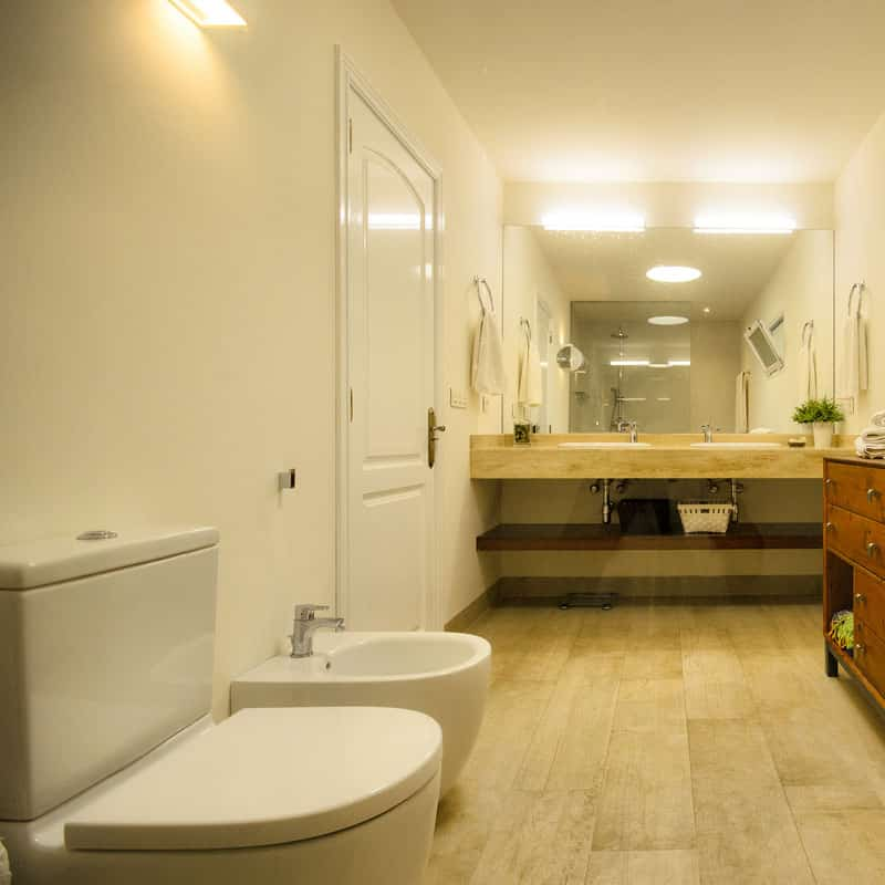 mojo dive villa la retreat alojamiento en lanzarote baño