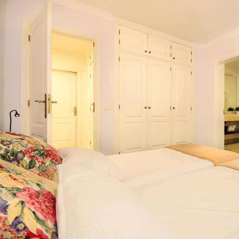mojo dive villa la retreat alojamiento en lanzarote habitacion con dos camas